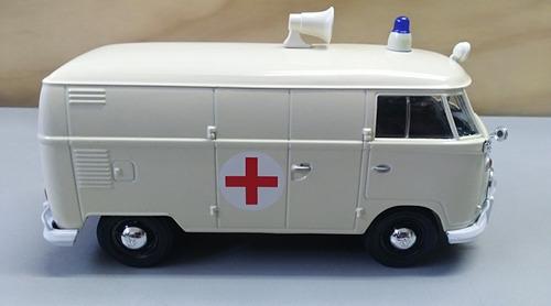 ambulancia volkswagen type 2, escala 1/24, 18cms largo.