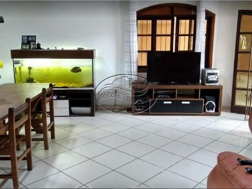 ampla casa  4 dorm e 4 suites no b. maracanã na praia grande