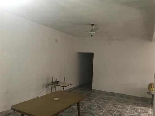 amplia casa 2 habitaciones, patio, cochera, servicios