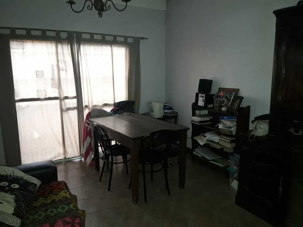 amplia casa 4 ambientes con garage. huergo al 1000.