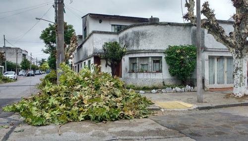 amplia casa a refaccionar en ramos mejía sur