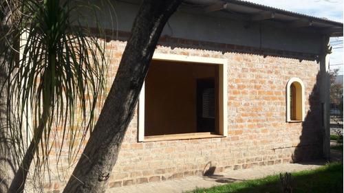 amplia casa centrica con parque - navarro