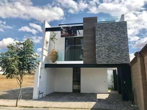 amplia casa con estudio en lomas de angelópolis