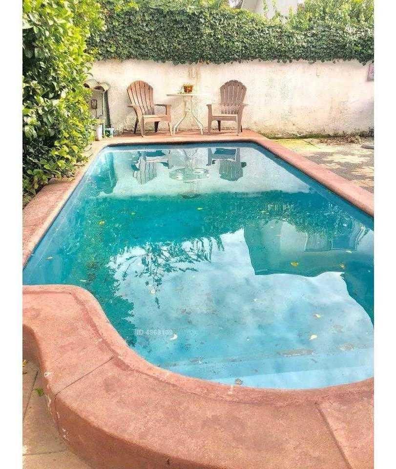 amplia casa con piscina, en tranquilo sector de vitacura