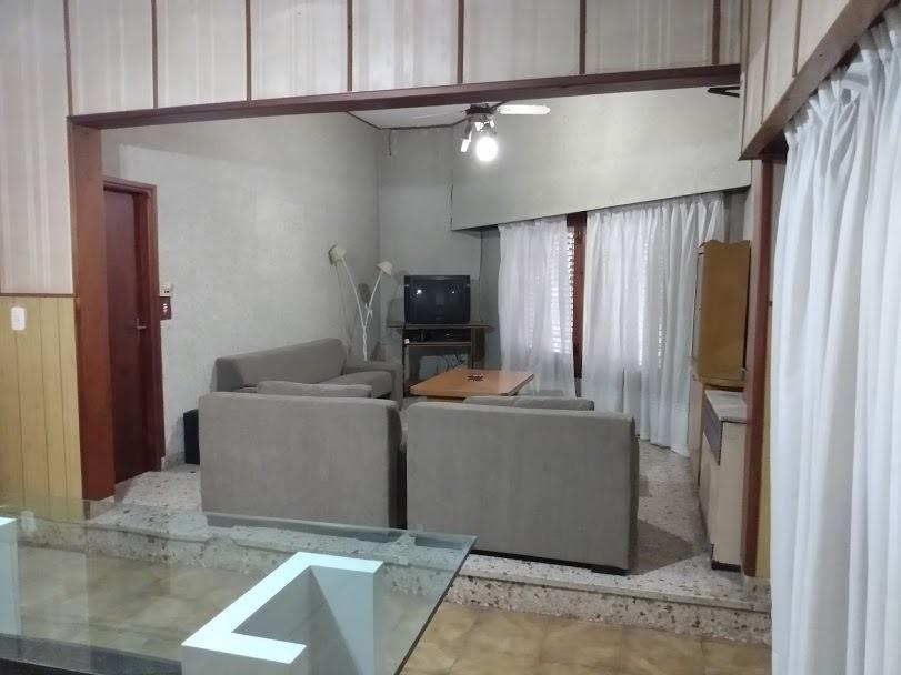 amplia casa de 3 ambientes a minutos de capital