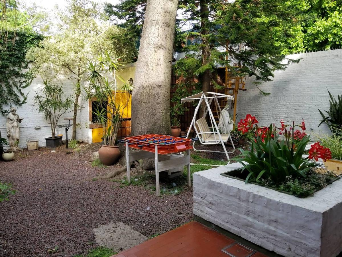 amplia casa de 3 pisos con hermoso parque en luis guillon