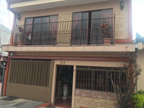amplia casa de dos plantas en venta