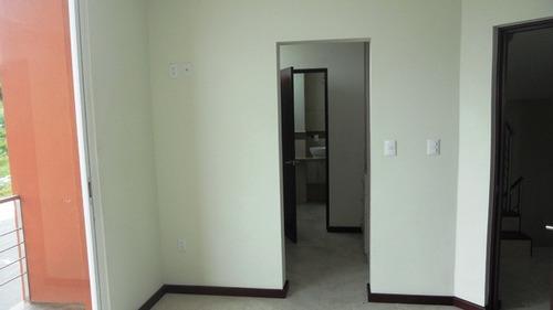amplia casa en condominio zibatá