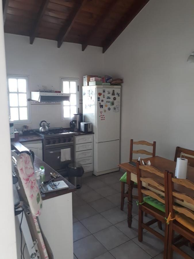 amplia casa en dos plantas - 5 dormitorios + altillo!