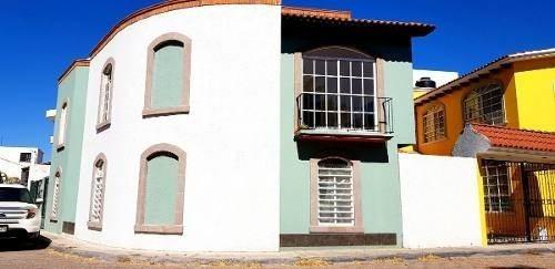 amplia casa en esquina en milenio iii