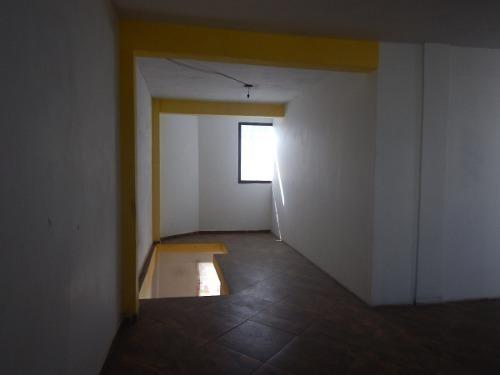 amplia casa en esquina en venta