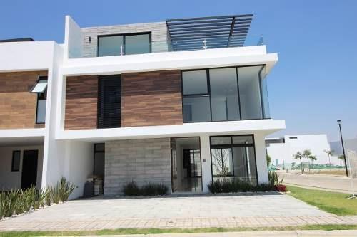amplia casa en venta con roof garden. parque guanajuato. lomas de angelopolis.