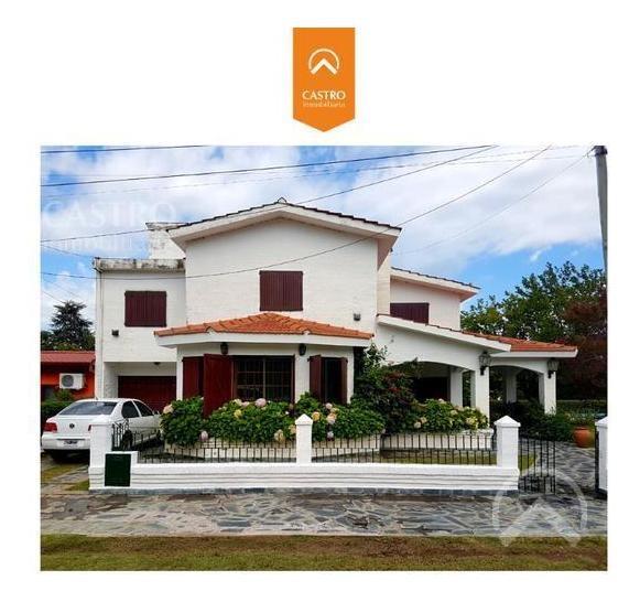 amplia casa en venta en barrio residencial