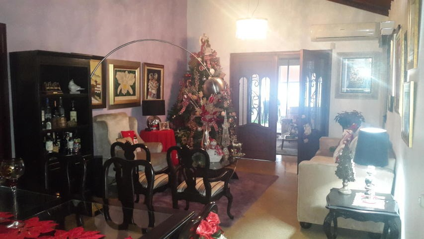 amplia casa en venta en el dorado panama