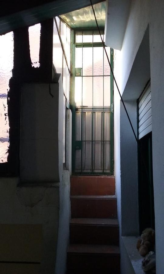 amplia casa en venta, parque chacabuco, 4 ambientes con garage patio terraza