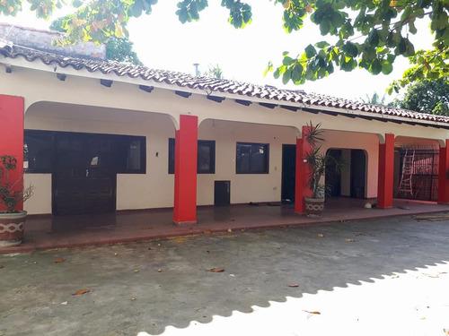 amplia casa en venta sup. 1.023 mts2