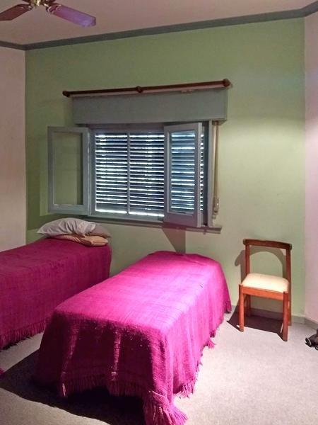 amplia casa en venta y/o alquiler estilo colonial 4 dormitorios en campana centro