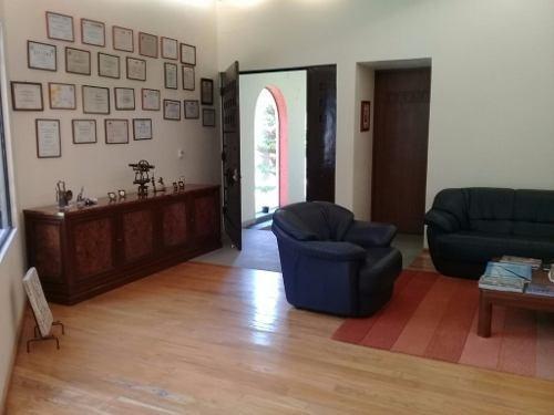 amplia casa ideal para oficinas