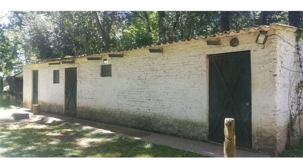 amplia casa rural con dependencias, zona tranquila