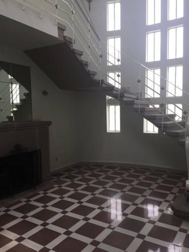 amplia e iluminada casa en renta