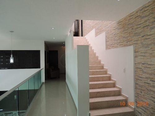 amplia e iluminada casa minimalista en fraccionamiento real de tetela, cuernavaca, morelos.