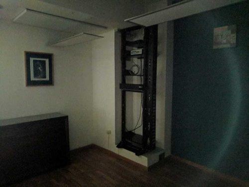 amplia oficina con 8 salas y excelente ubicación en bernardo quintana