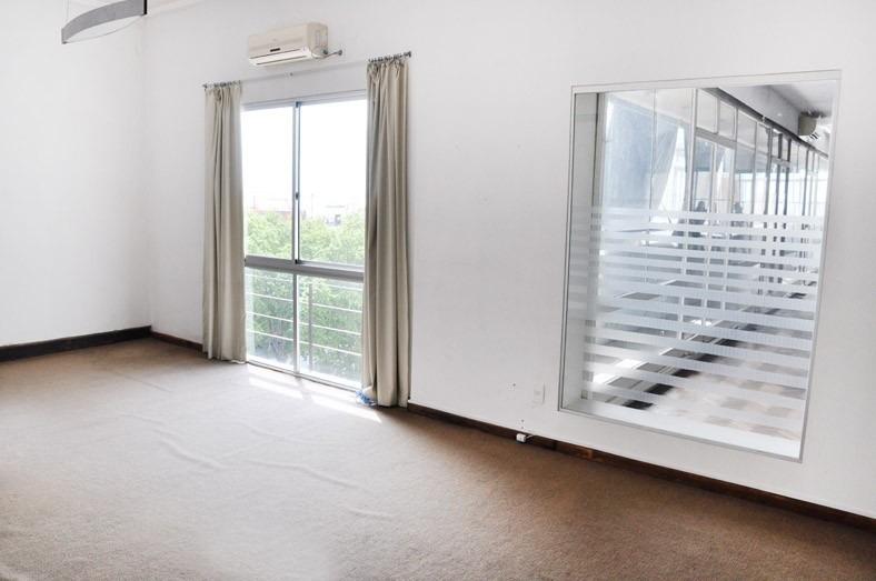 amplia oficina en alquiler en el centro de montevideo