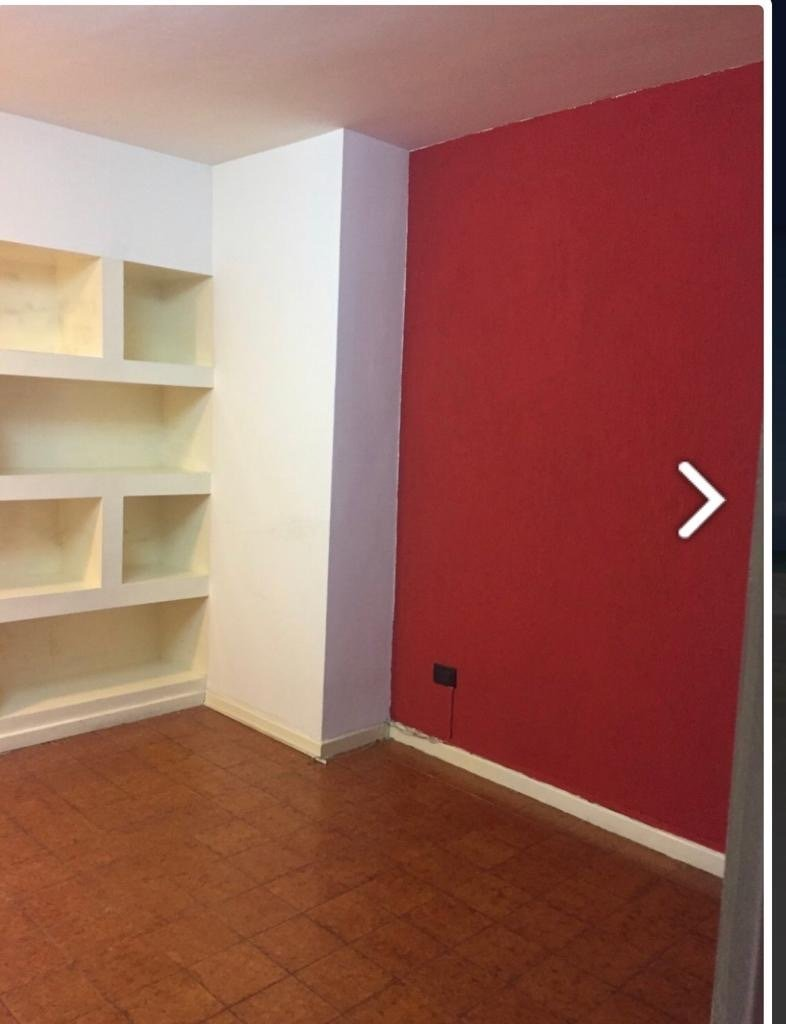 amplia oficina en zona centro con 3 despachos!!