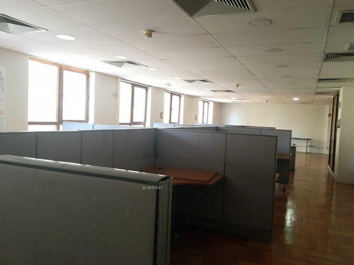 amplia oficina ubicada en el centro económico de la ciudad