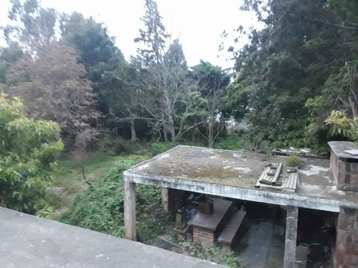 amplia propiedad 5 dormitorios 3 baños, gran terreno arbolad