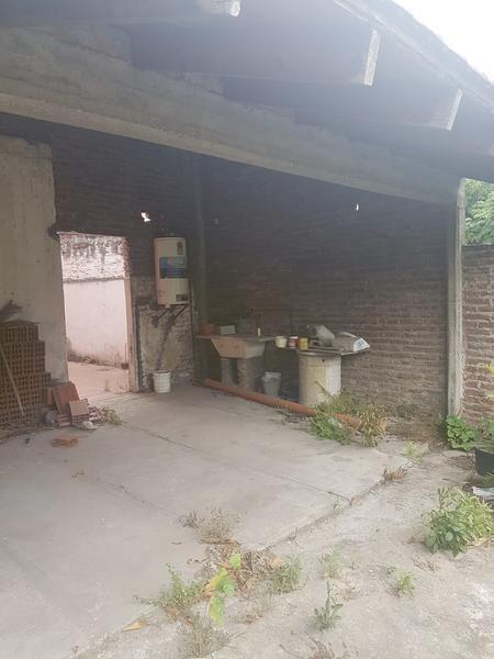 amplia propiedad ideal dos familias en lanús oeste