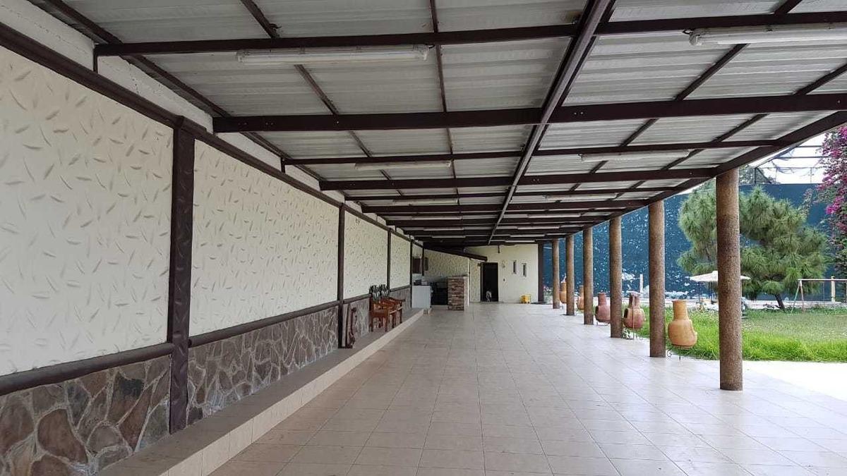 amplia terraza en venta en jardines de tlajomulco, jal.