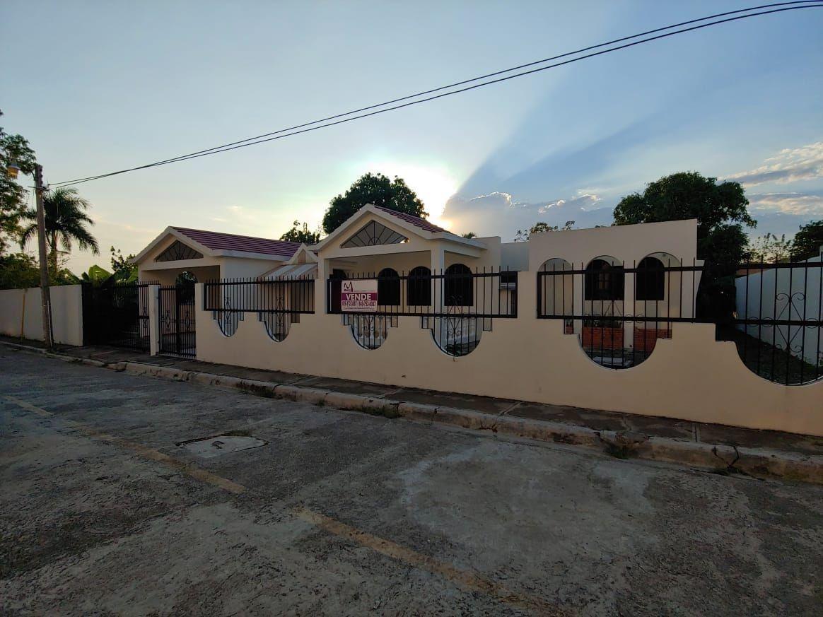 amplia y comoda casa de venta en sfm
