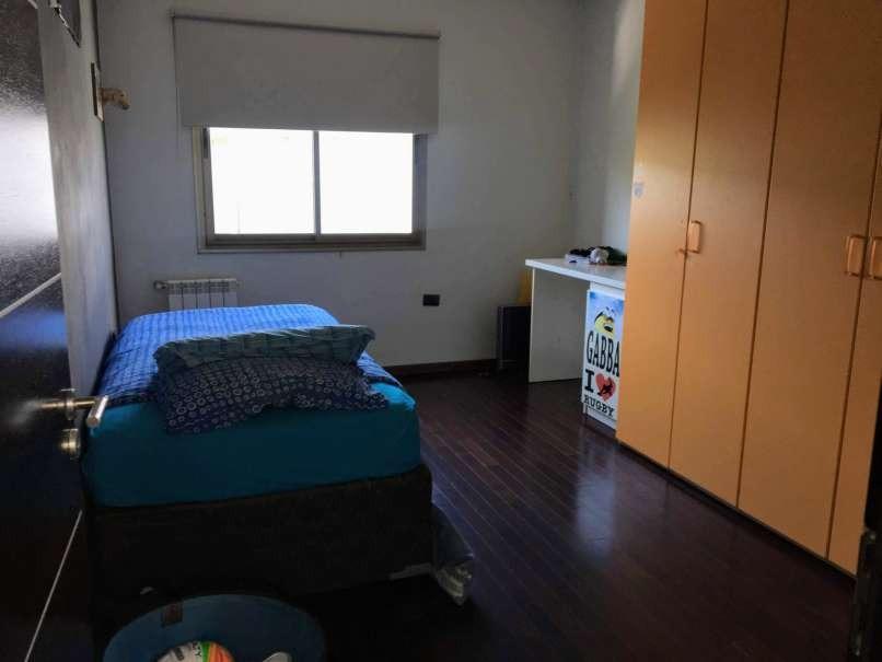 amplia y hermosa casa de tres dormitorios, barrio cerrado cinco lomas