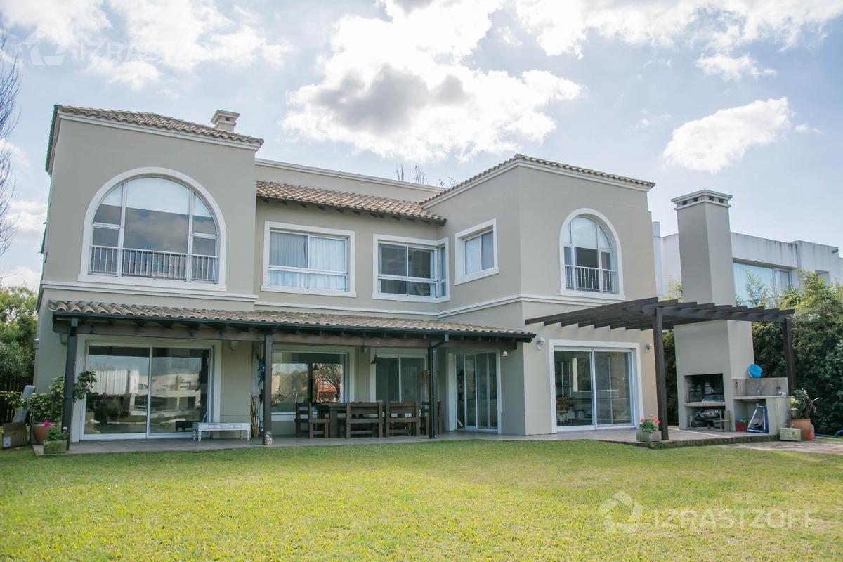amplia y luminosa casa a la laguna alquiler anual y venta