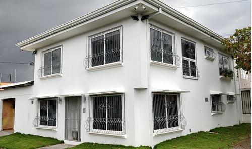 amplia y moderna residencia en hacienda vieja de curridabat