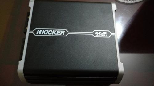 amplificador kicker clase d y woofer comp s cajon de línea