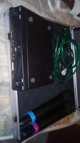 amplificador mesclador, microfonos inalámbricos y maletin