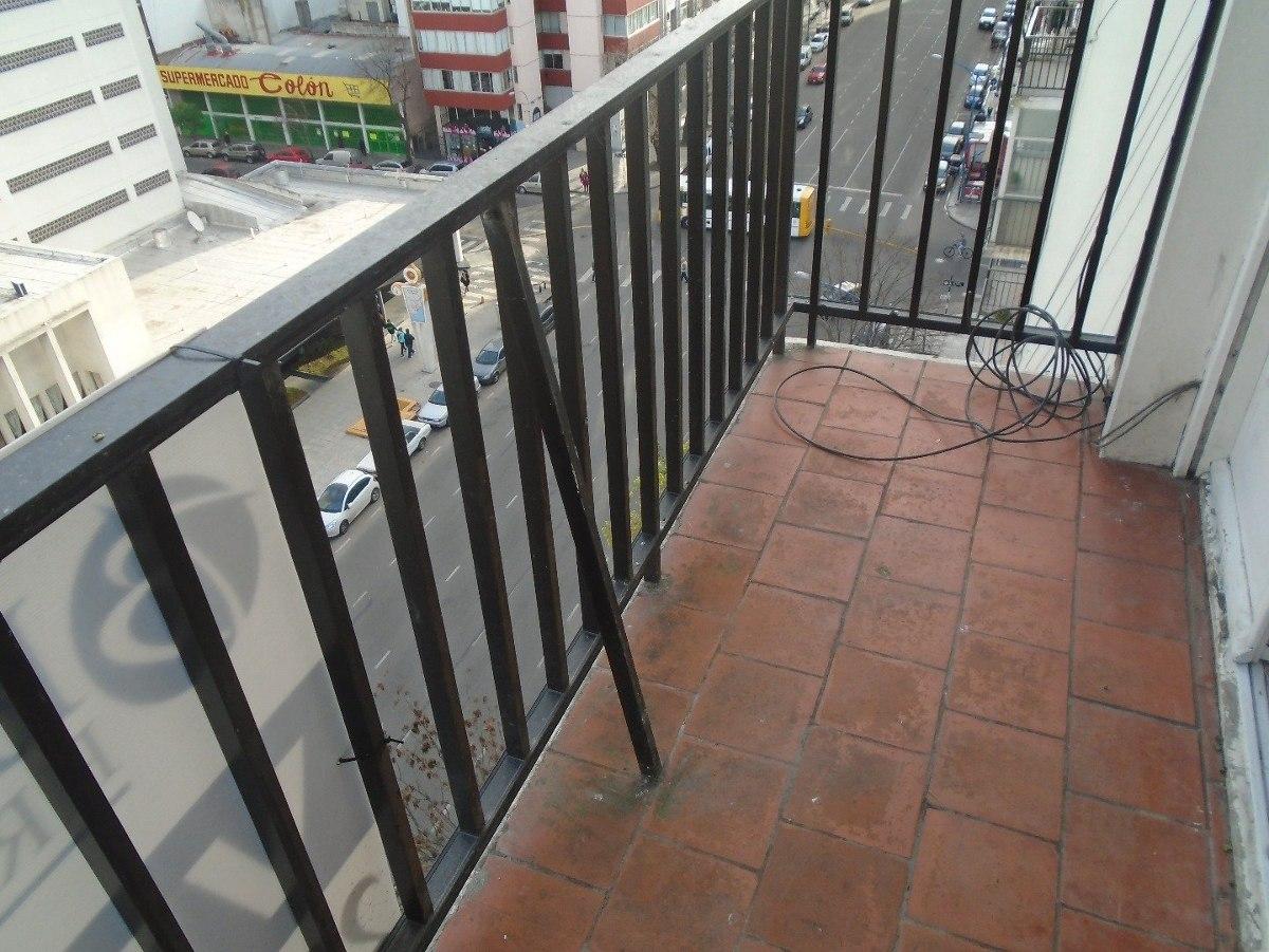 amplio 2 amb con dependencia a la calle con balcón