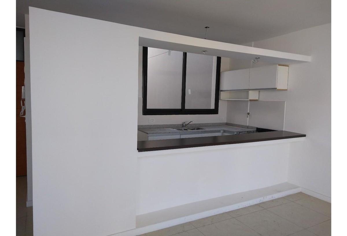 amplio 2 amb. c/terraza al frente. sup. propia 96 m2 totales