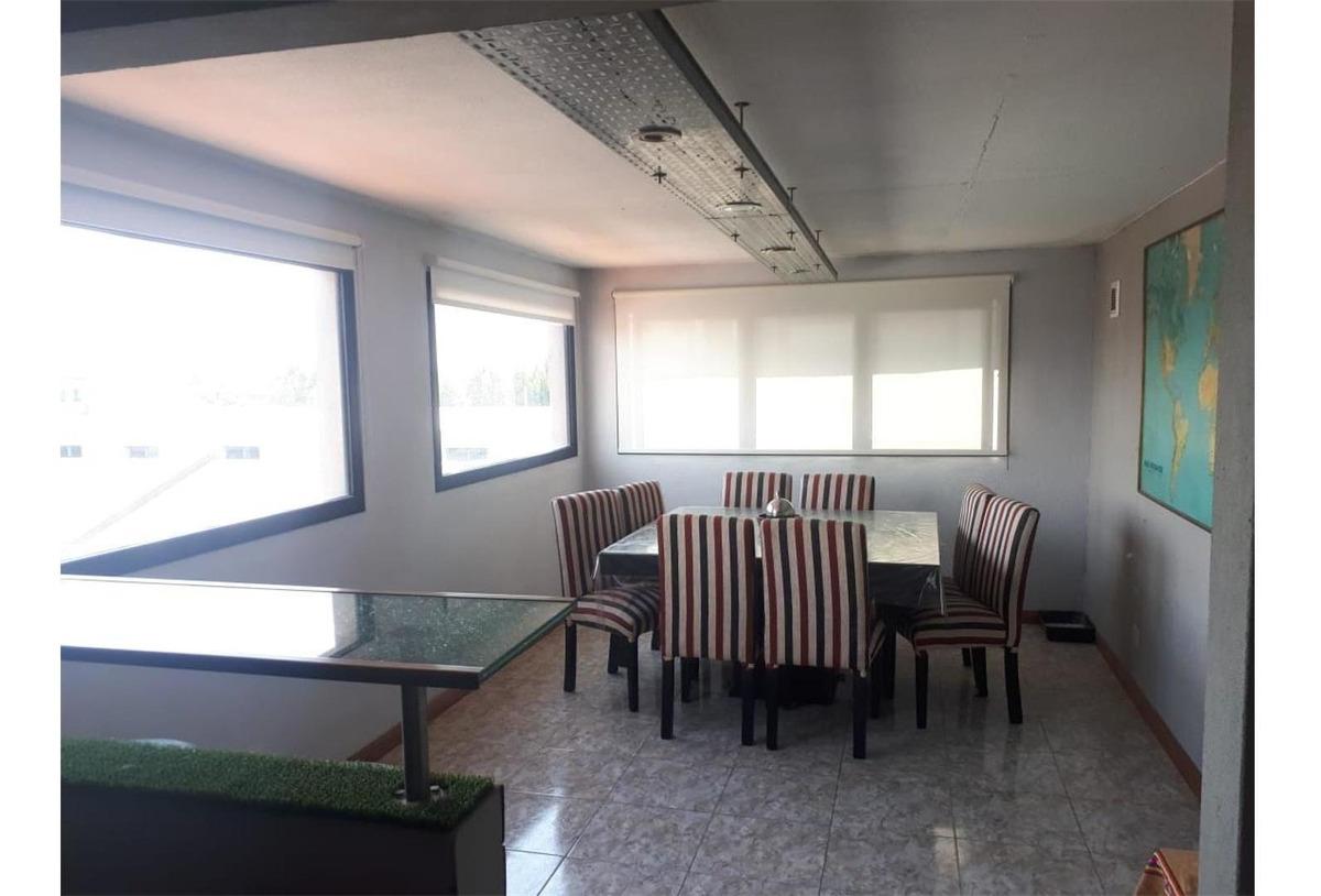 amplio 2 ambientes de 90 m2, con posibilidad de 2do. dormito