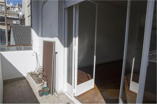 amplio 3 ambientes con balcon en belgrano