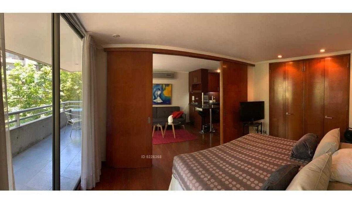 amplio amoblado de 1 dormitorio en el corazón del barrio el golf, edificio moderno, barrio el golf, las condes