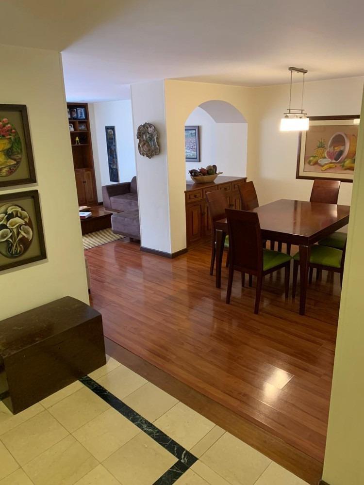 amplio apartamento de 3 habitaciones y 3 baños completos