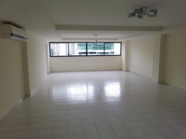 amplio apartamento en venta en avenida balboa panama cv