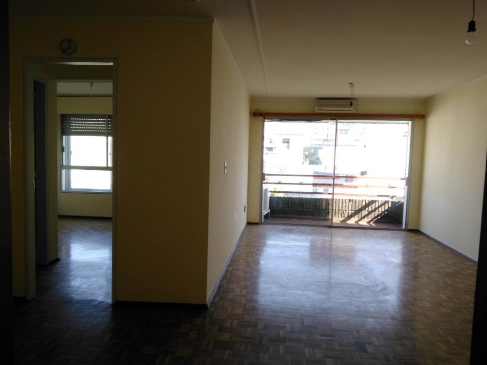 amplio apto, 3 dormitorios y 2 baños, estar diario, garaje.