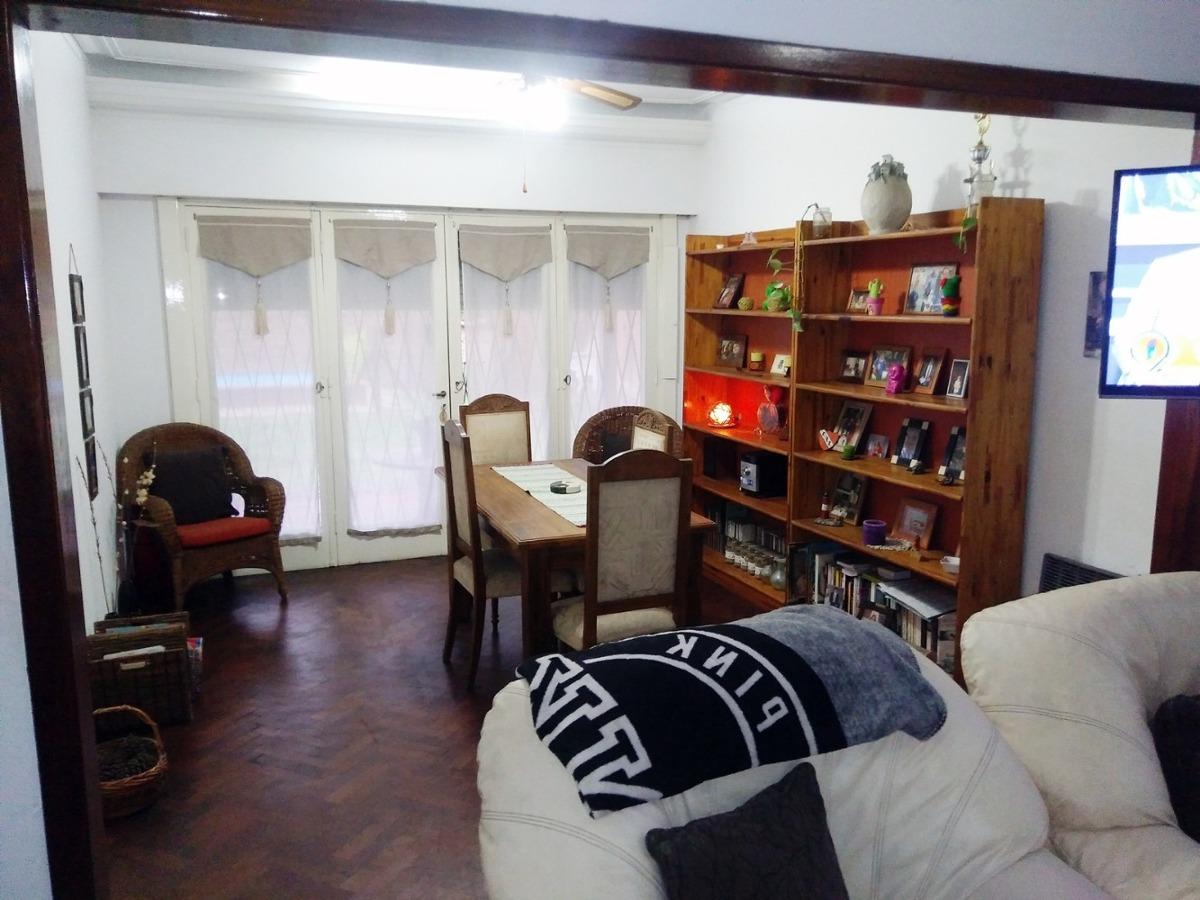 amplio chalet de 3 dormitorios con pileta y parque