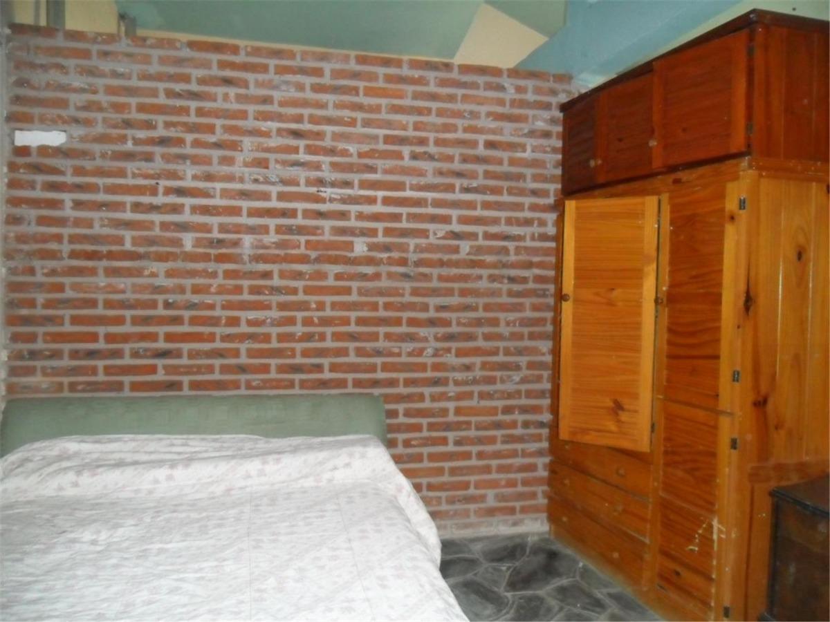 amplio chalet en esq. de calle 71 y asturias (cod. 835)