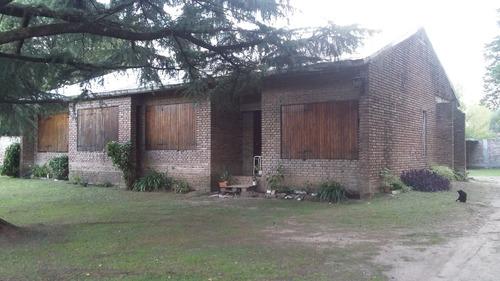 amplio chalet en terreno de 40x50 tipo casa quinta + dpto.