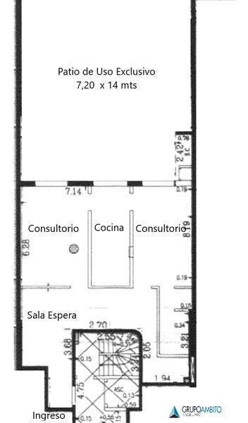 amplio consultorio/oficina o departamento, en planta baja con inmenso patio!!